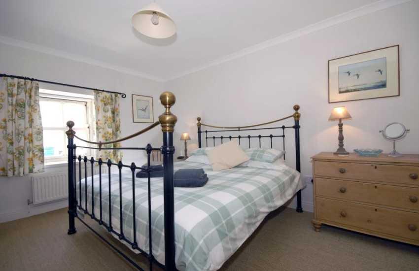 St Davids holiday cottage - master super king size with en-suite bathroom