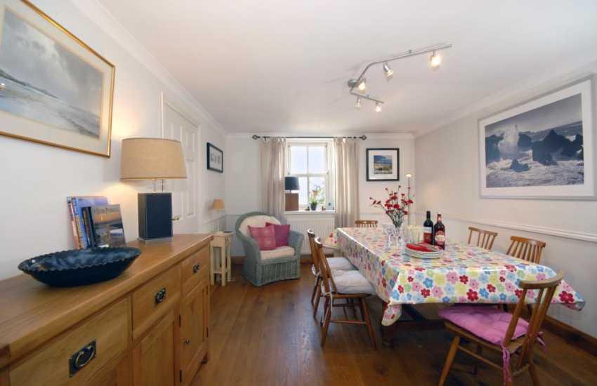 Coastal cottage Pembrokeshire - dining room