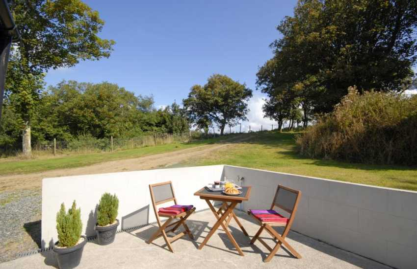 Dale holiday cottage with private garden - patio