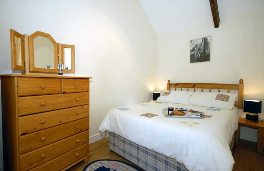 Marloes Sands holiday cottage sleeps 2 - double bedroom