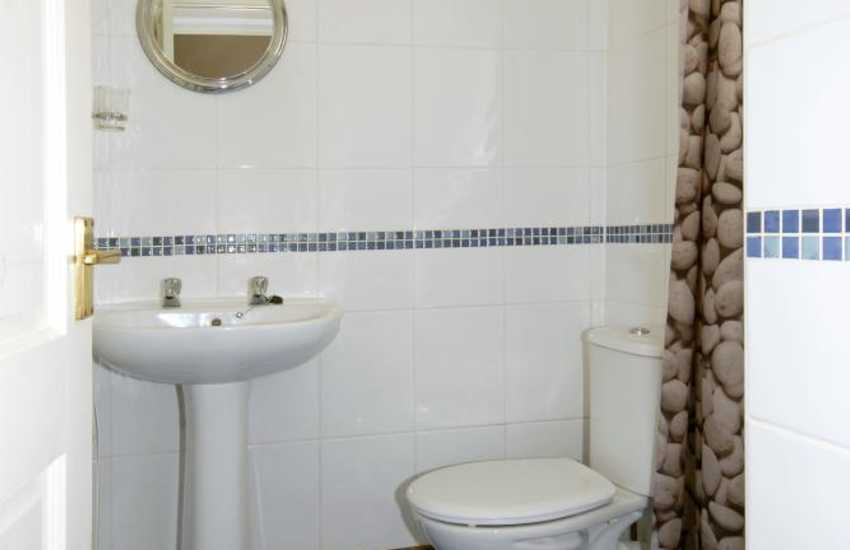 Pembrokeshire coastal holiday home - wet room