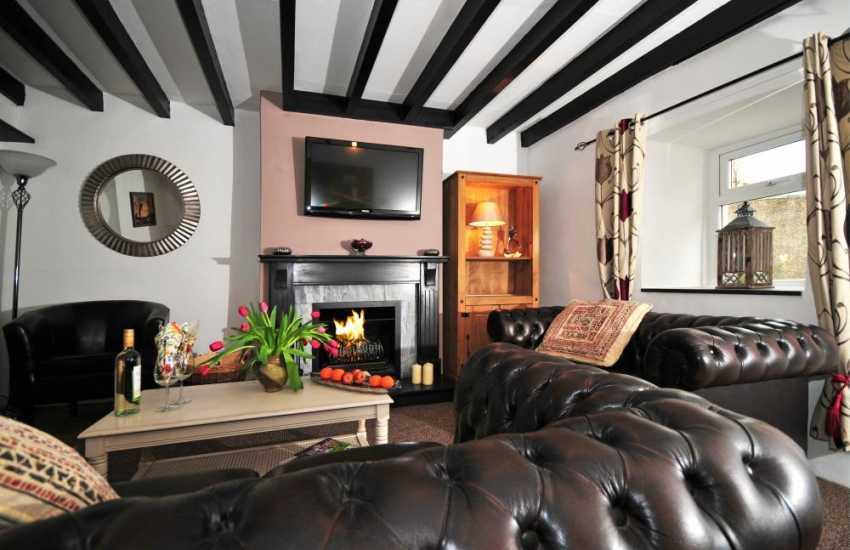 Holiday cottage near coastal path Llyn Peninsula - open fire in lounge