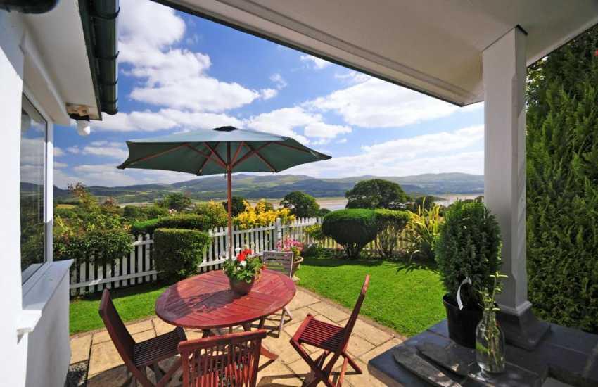 Borth y Gest holiday cottage estuary views
