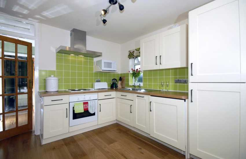 Pembrokeshire self-catering holiday cottage - kitchen/diner