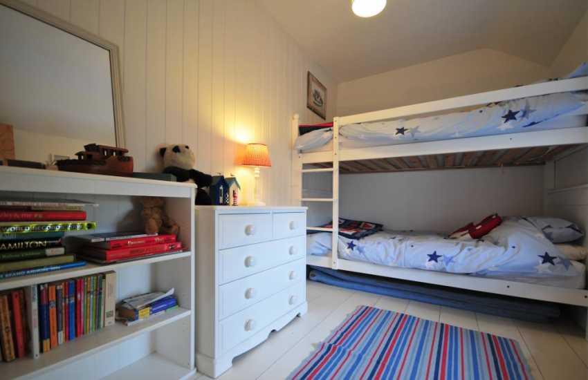 Welsh coastal cottage Morfa Nefyn - bunk room