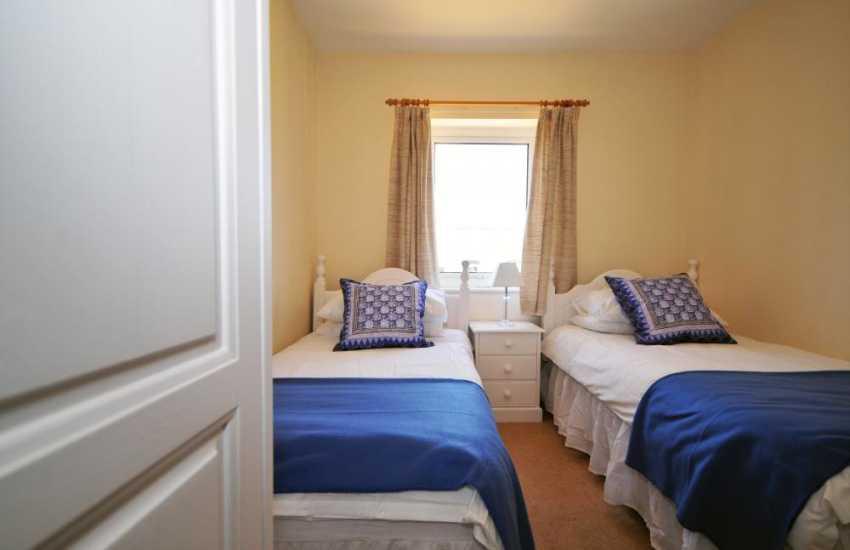 Coastal cottage Lleyn Peninsula - twin bedroom