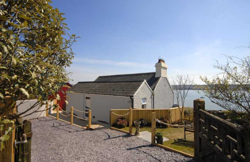 Pembrokeshire holiday home overlooking the 'Secret Waterway' - garden and pets welcome