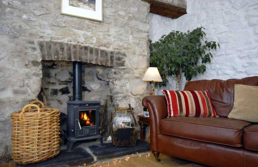 Cosy Pembrokeshire cottage near the coast with wood burning stove