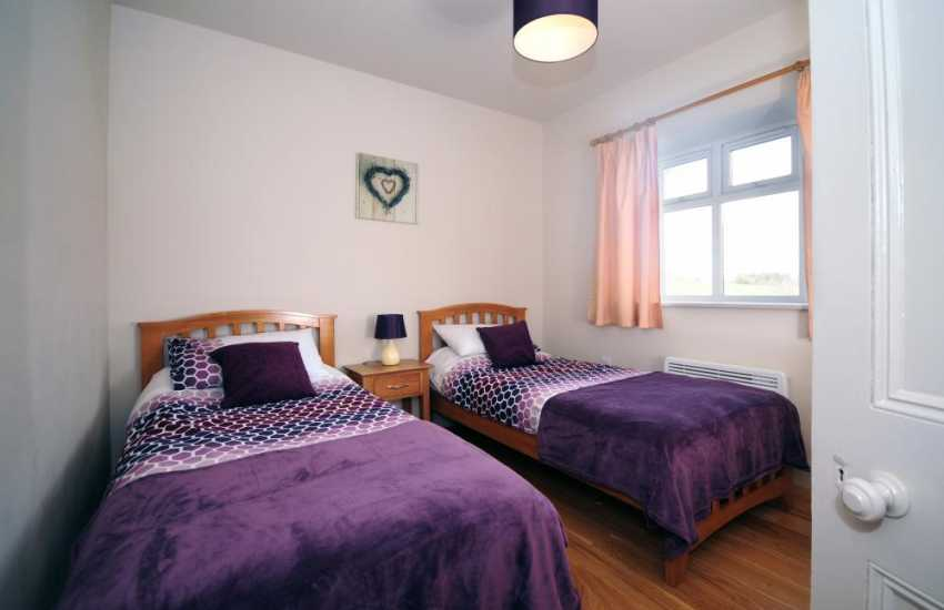 Pwllheli holiday cottage - twin bedroom