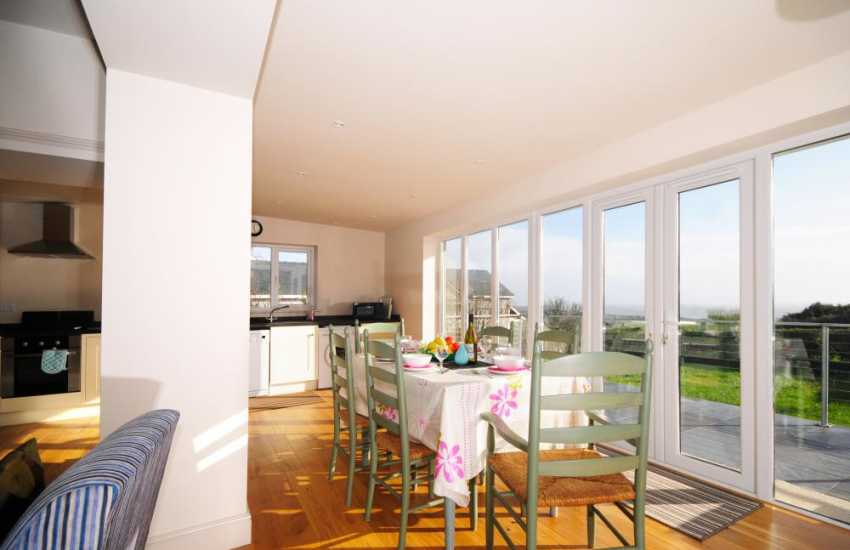 Pwllheli holiday cottage - dining room