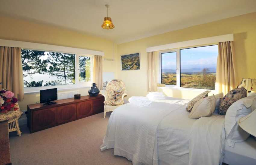 Luxury Harlech cottage - bedroom