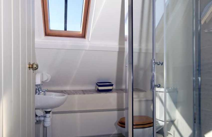 Pembrokeshire coastal holiday home - first floor en suite shower, family bathroom