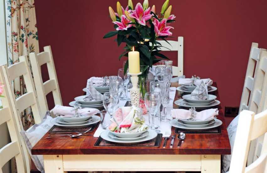 Welsh coastal cottage - dining room