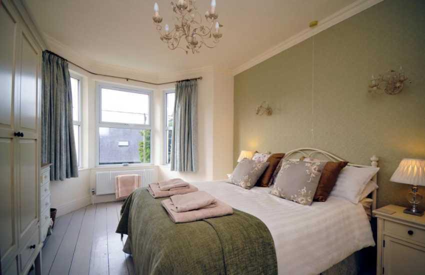 Llyn holiday cottage - bedroom