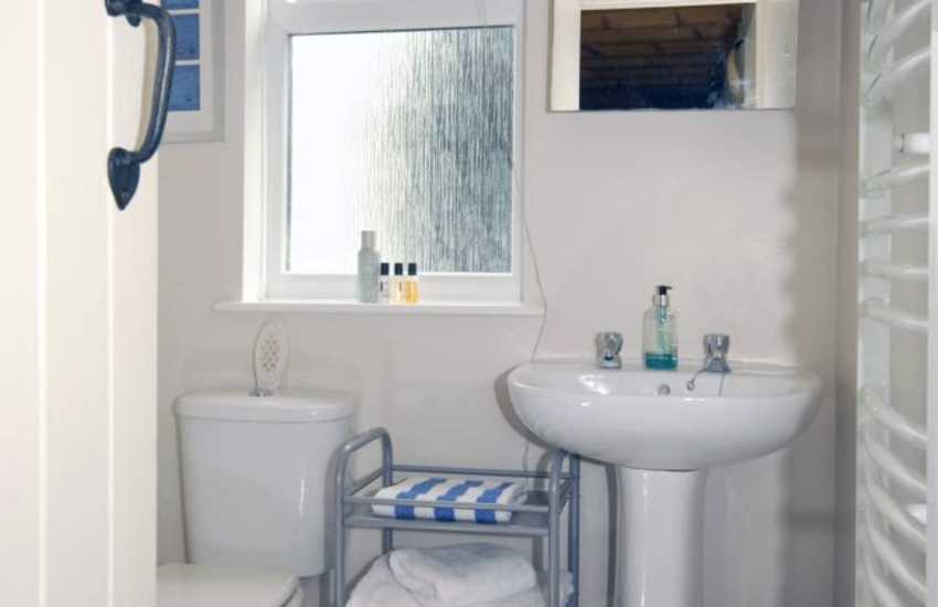 North Pembrokeshire holiday cottage - shower room