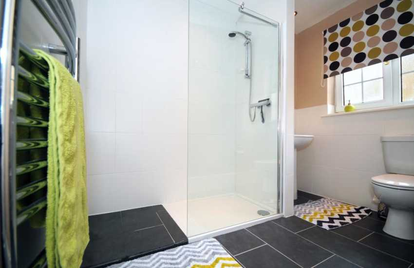 Menai Straits holiday property - en-suite
