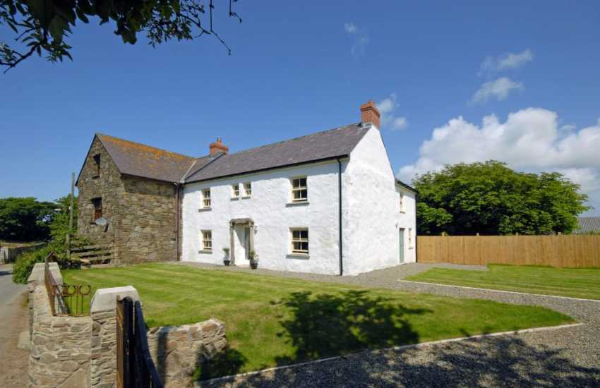 North Pembrokeshire Coast restored farmhouse - pets welcome
