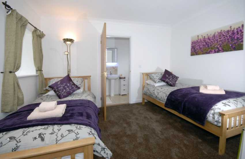 Holiday cottage Cardigan Bay - twin with luxury en-suite shower