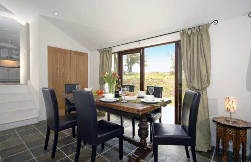 Cenarth Falls holiday cottage - dining area