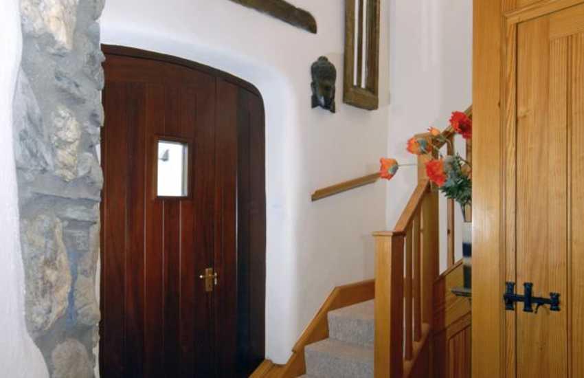 Porthgain holiday cottage - entrance hallway