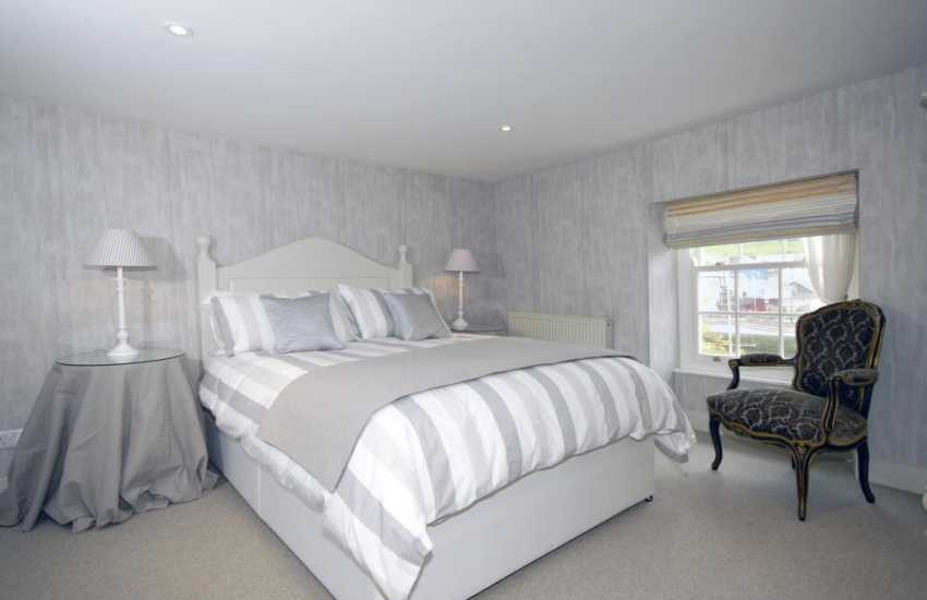 Aberaeron holiday cottage overlooking the harbour - 3rd floor kingsize bedroom