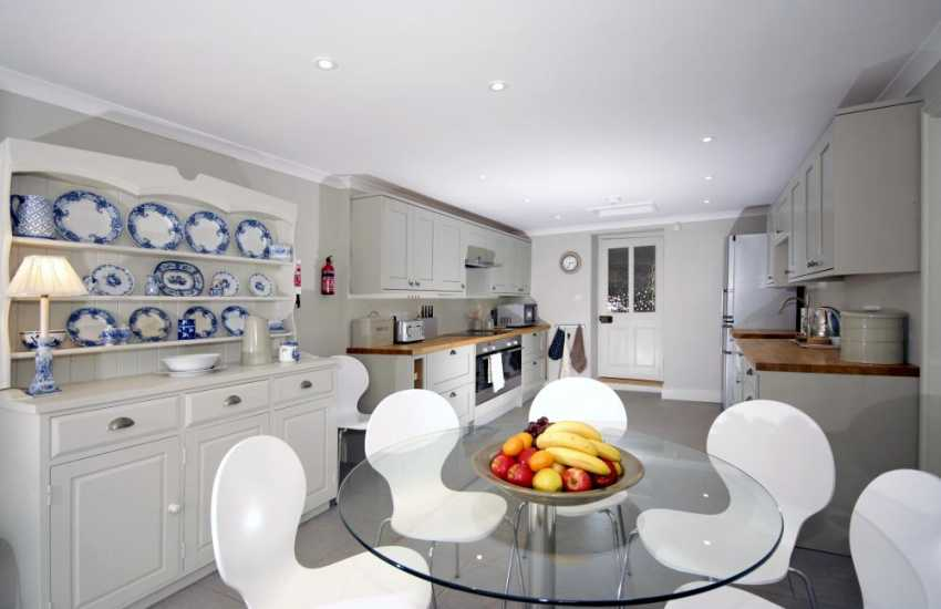 Self-catering town house Aberaeron - spacious kitchen breakfast room