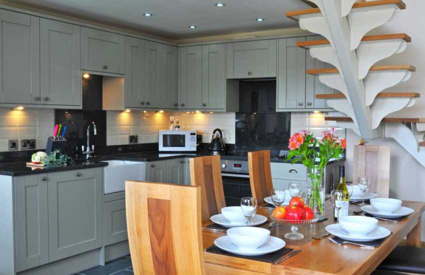 Aberystwyth cottage holiday - kitchen/dining area