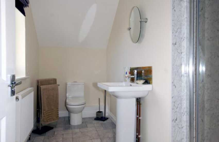 North Pembrokeshire holiday home - master en-suite shower