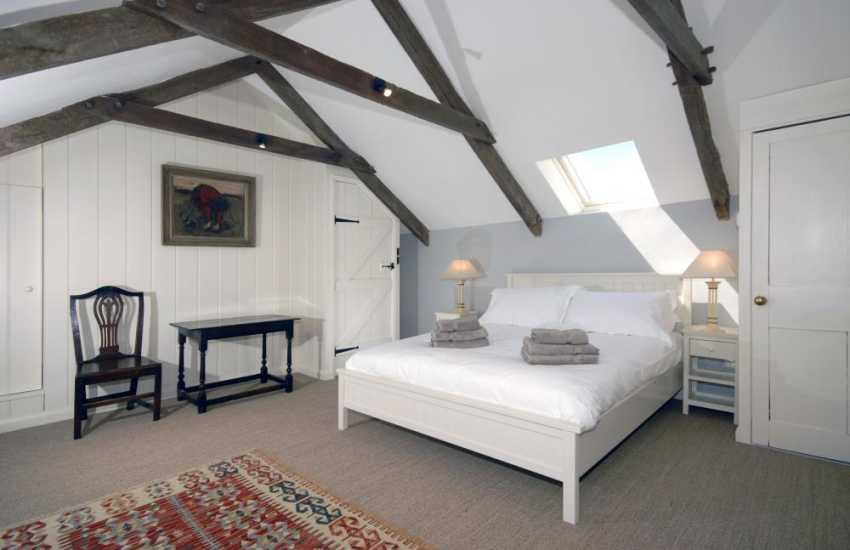North Pembrokeshire holiday cottage sleeps 5 - master en-suite bedroom