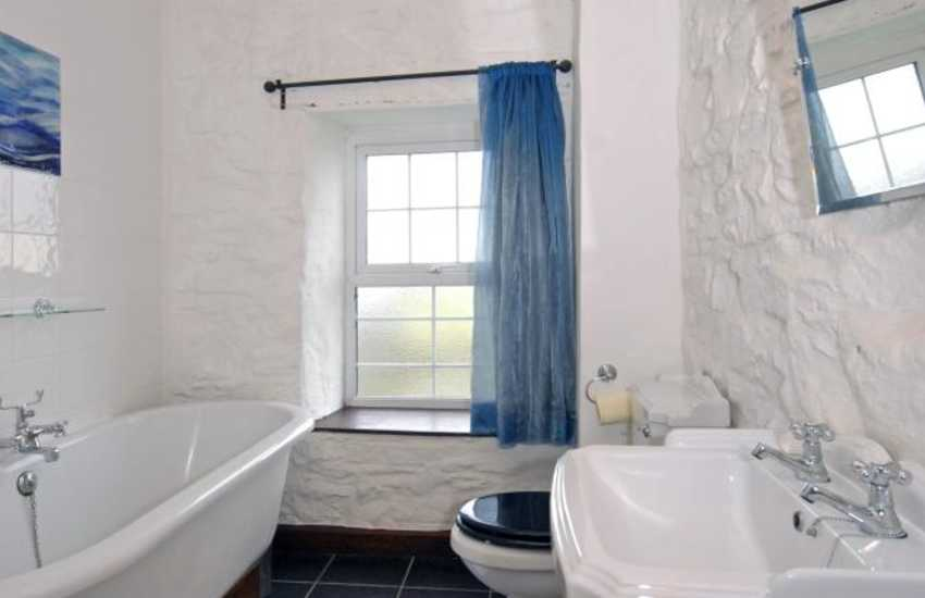 Nolton Haven holiday house - family bathroom with double shower