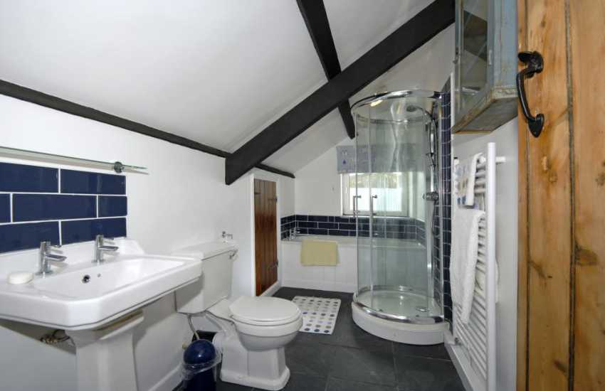 Nolton Haven holiday cottage - family bath/shower