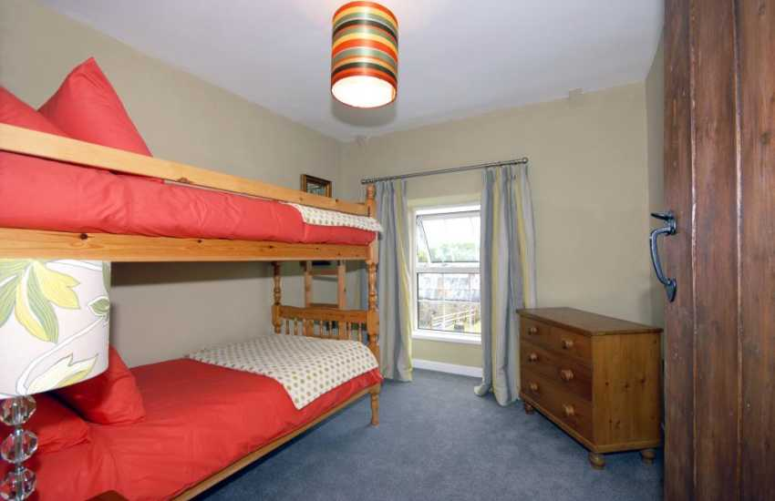 Newgale holiday cottage sleeping 6 - bunk bedroom