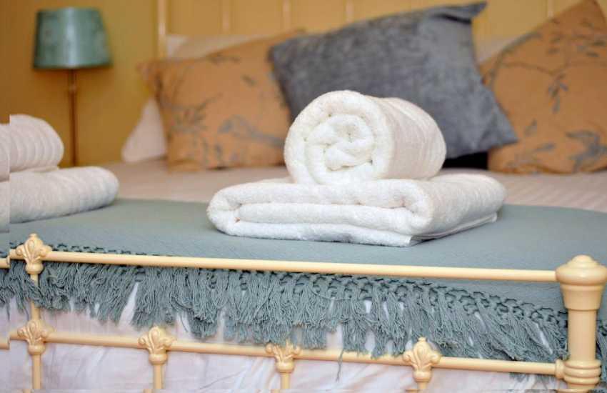 Aberystwyth cottage holiday - bedroom mood