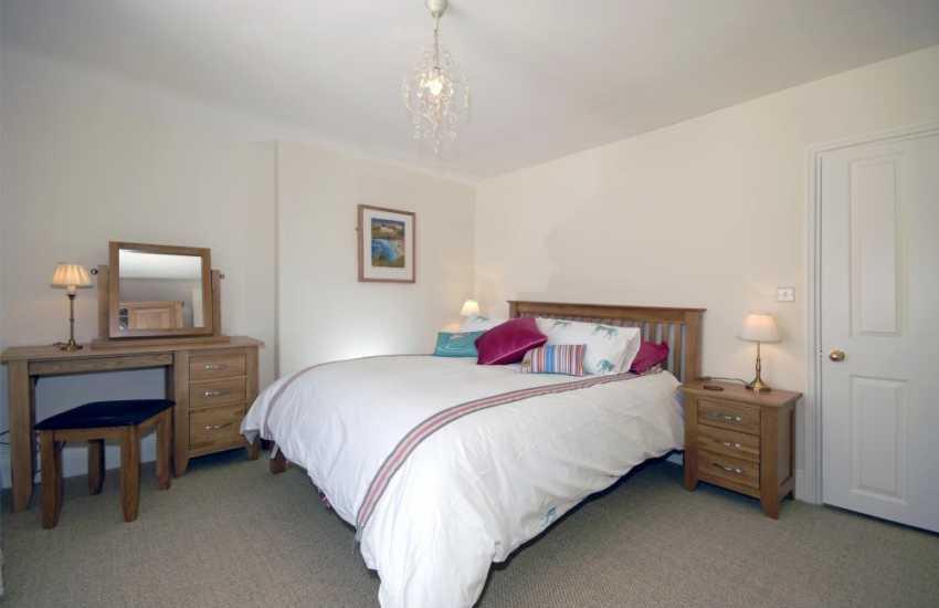 Tenby, Pembrokeshire coastal cottage - kingsize master