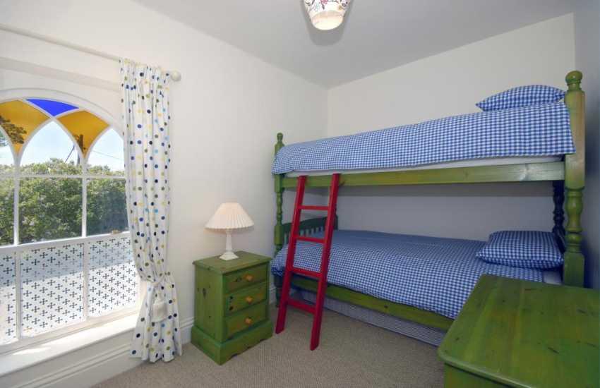 Manorbier holiday cottage sleeping 8 - bunk bedroom