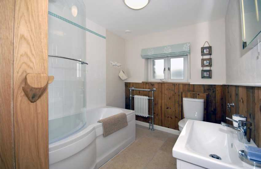 Pembrokeshire coastal holiday home - family bathroom