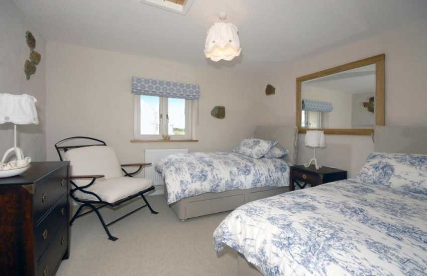 Martins Haven holiday cottage sleeping 7 - twin