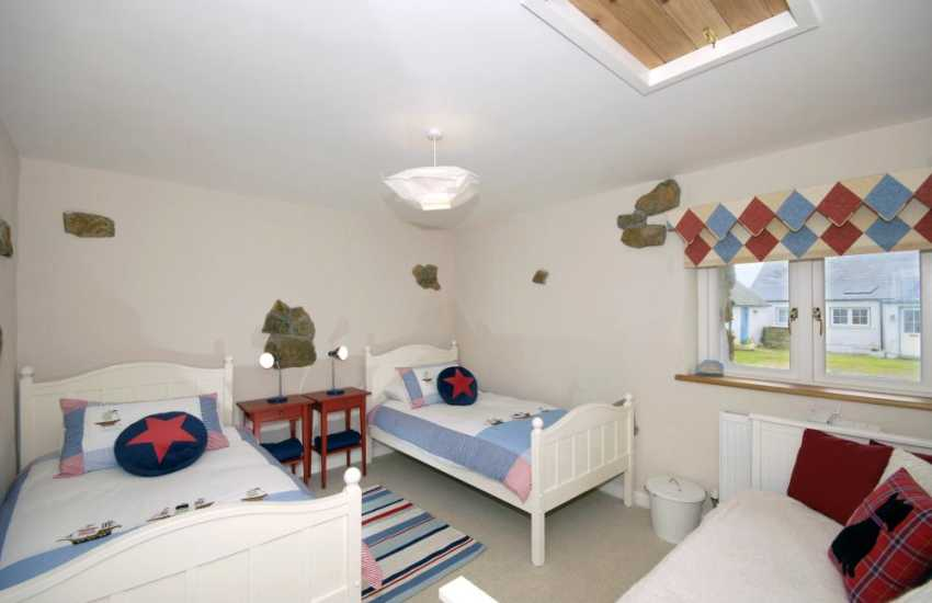 Pembrokeshire coast holiday cottage sleeps 7 - twin with day bed