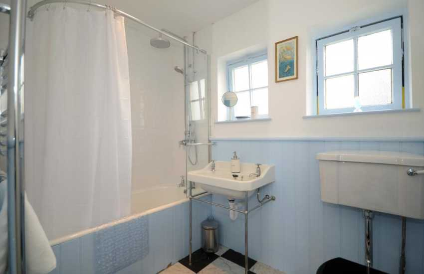Morfa Nefyn holiday cottage - bathroom