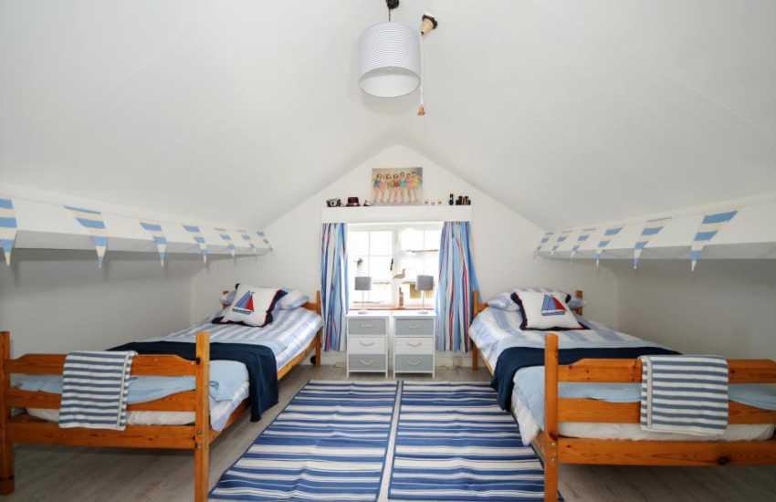 Holiday house for 8 Morfa Nefyn - twin bedroom