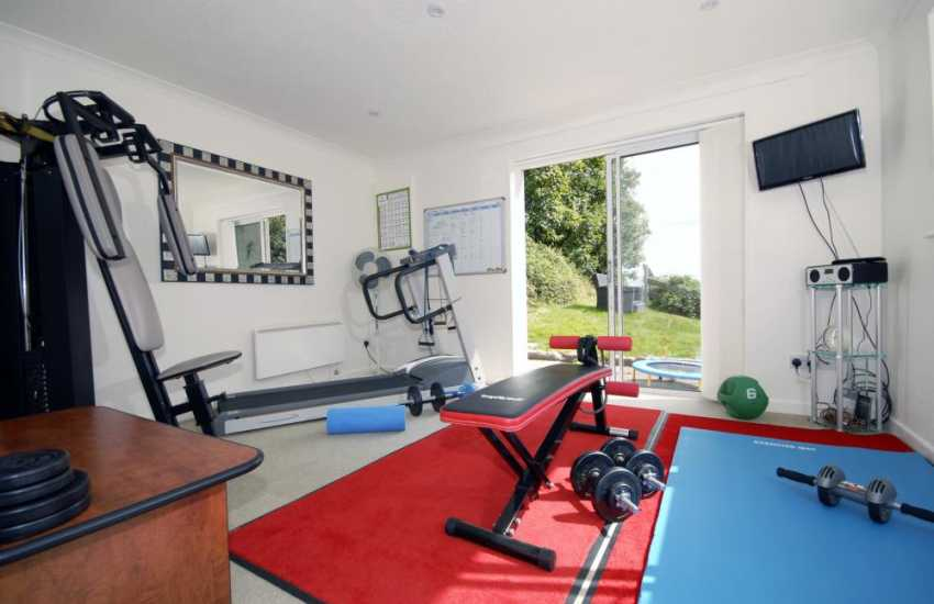 South Pembrokeshire 11 bedroom 11 bathroom holiday mansion with well equipped Gymn