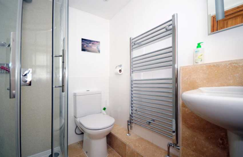 Anglesey holiday cottage sleeping 6 - ensuite bathroom