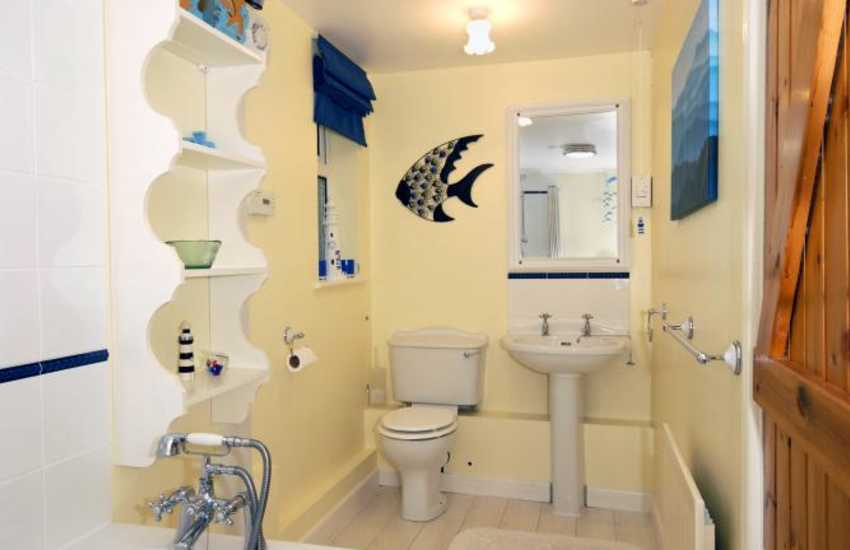 Solva holiday cottage - ground floor bathroom