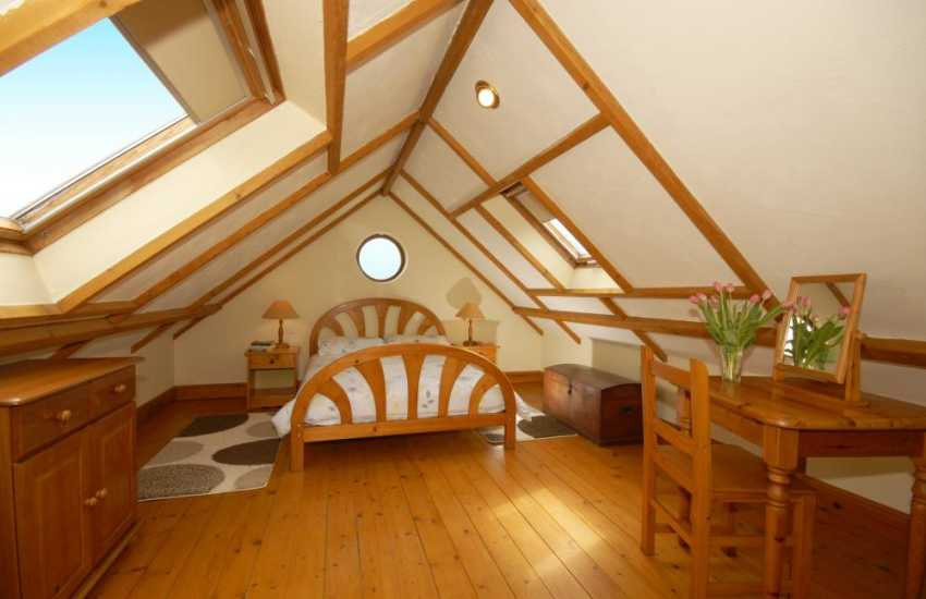 Holiday cottage North Pembrokeshire double bedroom - cottage sleeps 5