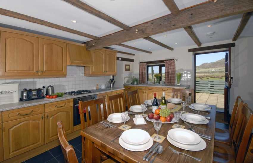 St Davids self catering cottage - country style kitchen/diner