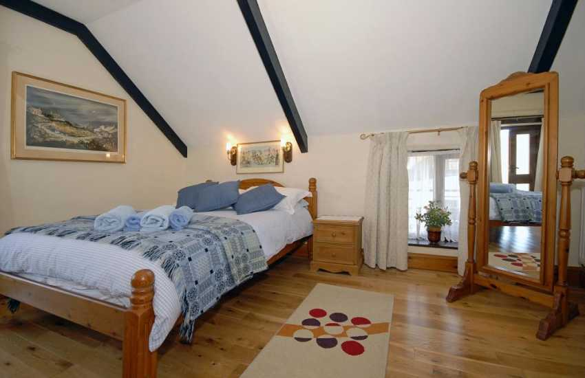 St Davids holiday cottage - master en-suite double freeview digital tv