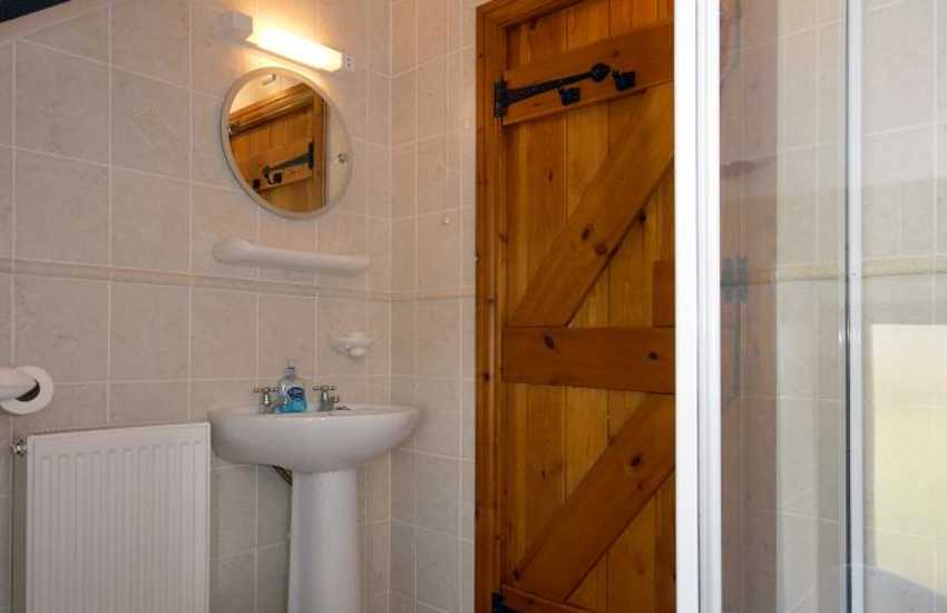 North Pembrokeshire holiday cottage - ground floor shower room