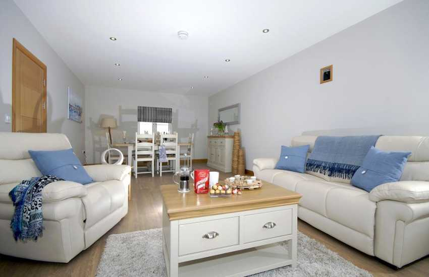 Secret Waterway holiday apartment - luxury open plan living area