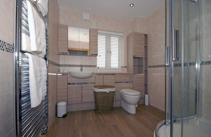 Pembrokeshire holiday apartment - luxury shower room