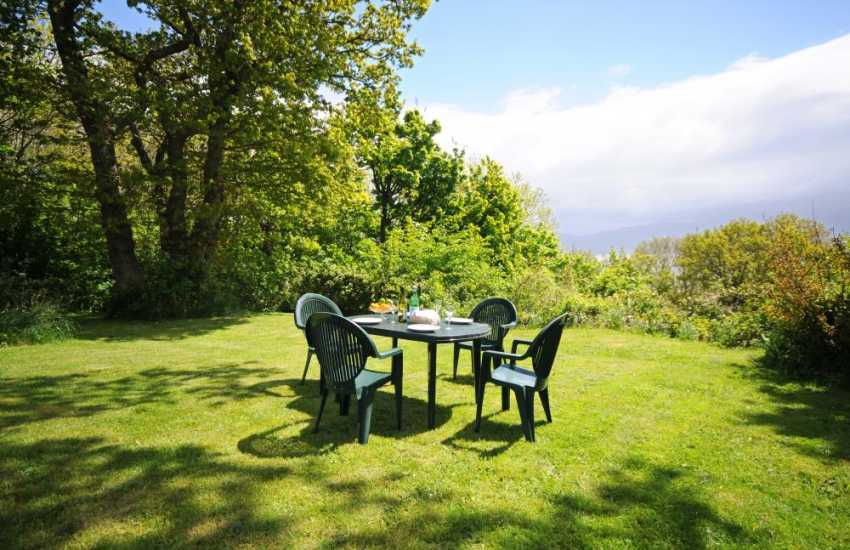Anglesey cottage with sea views - garden